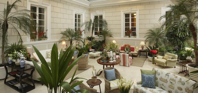 casagangotena-quito-hotel-lobby-patio
